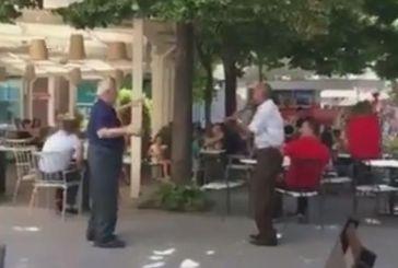 Ευτυχώς υπάρχουν αυτά: κλαρίνο και χορός σπάνε τη μονοτονία στο Αγρίνιο (βίντεο)
