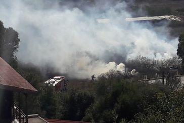 Φωτιά δίπλα στα σπίτια στον Άγιο Νικόλαο Βόνιτσας