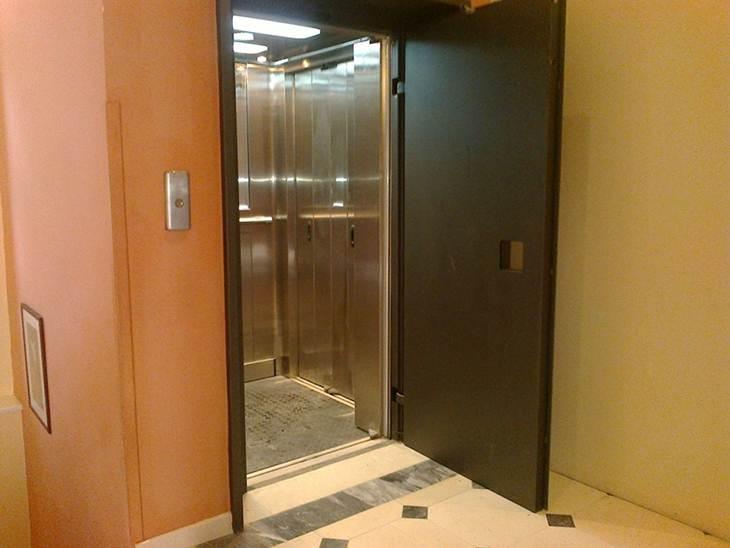 Ρομά άρπαξε πορτοφόλι ηλικιωμένου σε ασανσέρ στο κέντρο του Αγρινίου