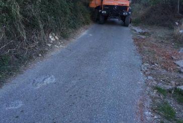 Εργασίες καθαρισμού αγροτικών δρόμων στη Σταμνά