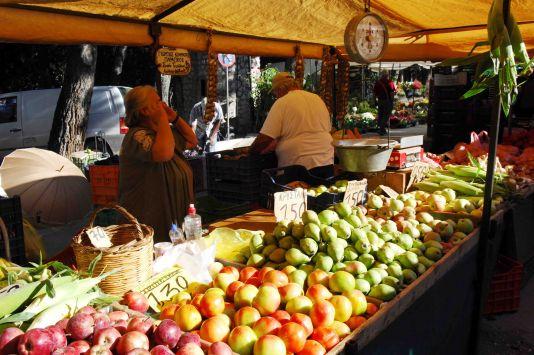 Aντιδράσεις για τη μεταφορά των λαϊκών αγορών στο Αγρίνιο- Τι λένε οι πωλητές