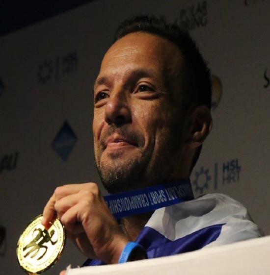 Μάριος Μαρκόπουλος Νεφροπαθής που μέρα παρά μέρα παίρνει παράταση ζωής στο νοσοκομείο. Αθλητής