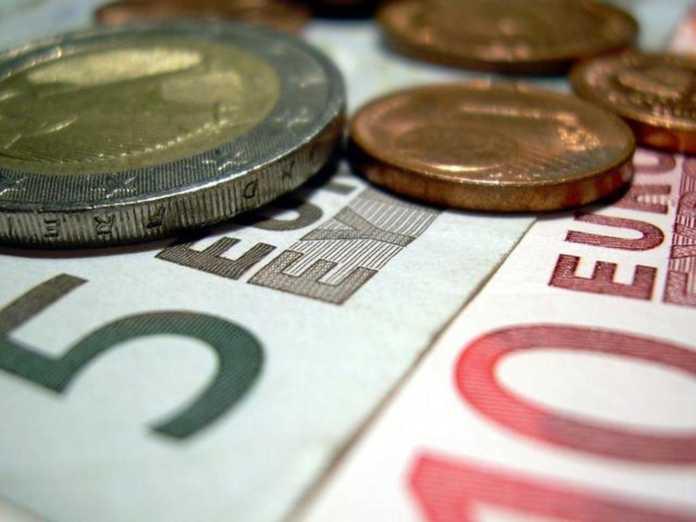 Σε ποιους δημοσίους υπαλλήλους αυξάνεται ο μισθός