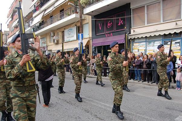 Mεσολόγγι  άψογη παρέλαση-εντυπωσίασε η Διμοιρία Επιδείξεων του 2 39 ... 1ea8f0343db
