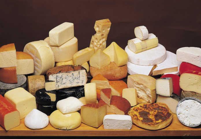 Πώς παραμένουν φρέσκα τα τυριά στο ψυγείο