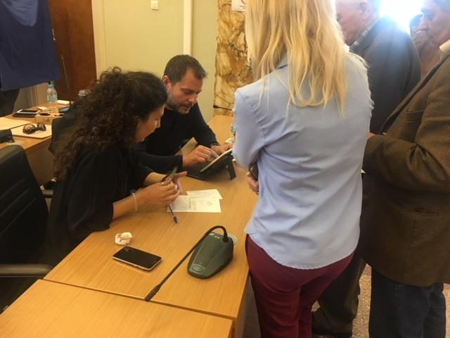 Από τη διαδικασία στην αίθουσα συνεδριάσεων του δημοτικού συμβουλίου Αγρινίου.