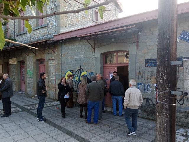 Η εικόνα από τη διαδικασία στο εκλογικό κέντρο στο χώρο του πρωην σταθμού τρένου στο Αγρίνιο
