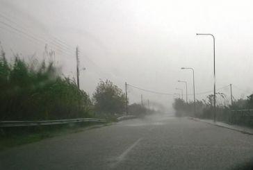 """Κάθε που βρέχει «πλημμυρίζει"""" ο δρόμος στον Πλάτανο Καλυβίων"""