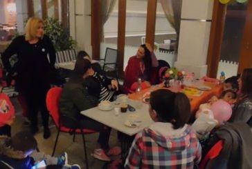Θήλασαν τα μωρά τους σε καφετέρια της Ναυπάκτου (video)