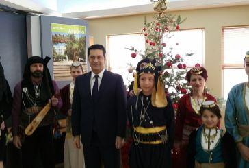 Φιλαρμονική και Σύλλογος Ποντίων έψαλλαν τα κάλαντα στον δήμαρχο Αγρινίου