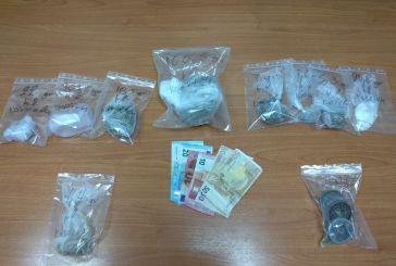 Περιπετειώδης καταδίωξη που αναστάτωσε την Αμφιλοχία με δυο συλλήψεις για μεταφοράς κοκαΐνης και χασίς