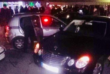 Πανικός στο κέντρο της Αμφιλοχίας – ΙΧΕ έπεσε πάνω σε σταθμευμένα αυτοκίνητα μετά από καταδίωξη