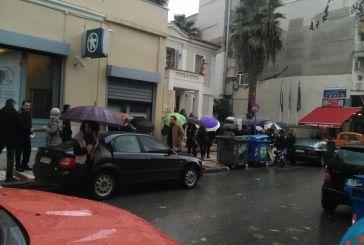 Σιντριβάνι Αγρινίου: Η ουρά της τράπεζας ενώνεται με την ουρά για το ρεύμα…