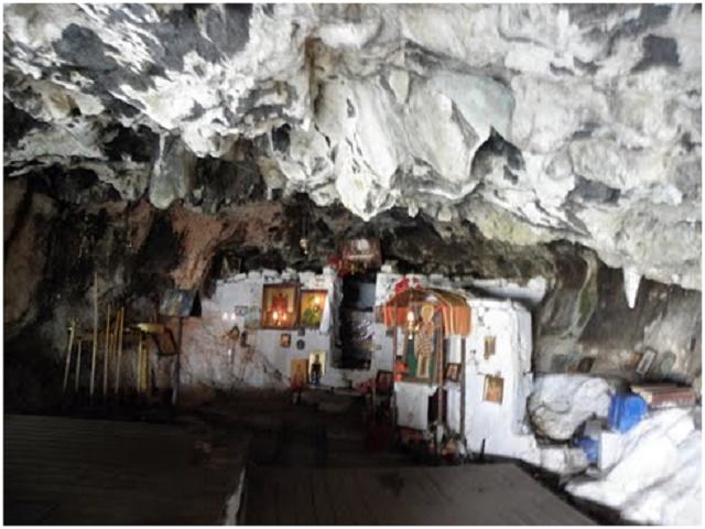 Το Σπήλαιο του Αγίου Νικολάου του Κρεμαστού,                                                                              Κεφαλόβρυσο Αιτωλικού.