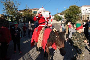 Mε άλογο έφθασε ο Άγιος Βασίλης στο Ελαιόφυτο