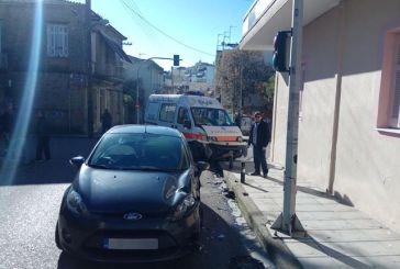 Αγρίνιο: Ασθενοφόρο τράκαρε με Ι.Χ. στη συμβολή των οδών Βλαχοπούλου και Προυσιωτίσσης