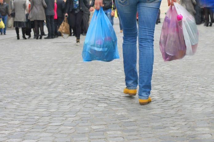 Aυξάνεται το τέλος χρέωσης της πλαστικής σακούλας