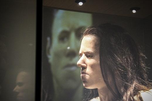 Το αναπλασμένο πρόσωπο από το κρανίο της κοπέλας, που μαζί με τον σκελετό της, εντοπίστηκε το 1993 στο Σπήλαιο της Θεόπετρας. (Φωτογραφία: Eurokinissi)