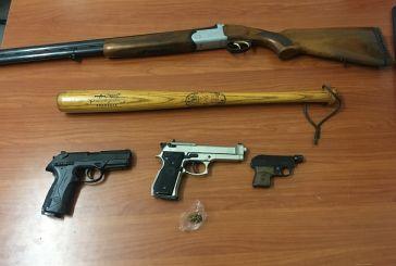 50χρονος στο Μεσολόγγι είχε όπλα και χασίς στο σπίτι του