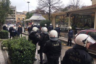 Ένταση στην αντιφασιστική πορεία στο Αγρίνιο