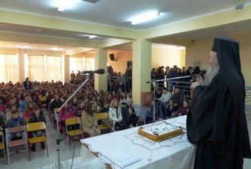 Σε σχολεία για κοπές βασιλόπιτας ο Μητροπολίτης Ναυπάκτου Ιερόθεος