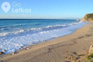 Λευκάδα: Η παραλία Κάθισμα, πανέμορφη και τον χειμώνα