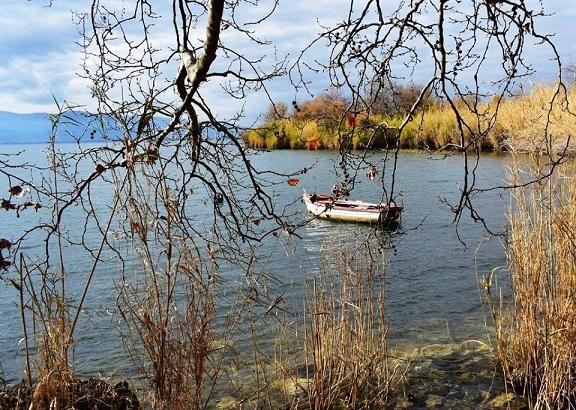 Εικόνα από τη λίμνη Τριχωνίδα