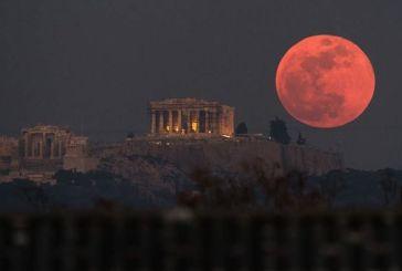 Καθηλωτικό το Σούπερ Μπλε «Ματωμένο» Φεγγάρι: Μαγικές εικόνες από όλο τον κόσμο