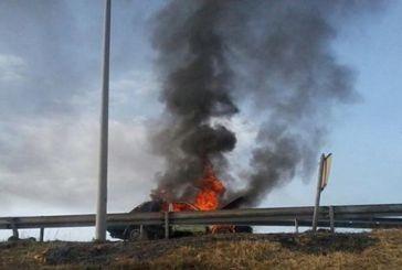 Φωτιά σε αυτοκίνητο στην Ιόνια Οδό – Διεκόπη η κυκλοφορία στο ρεύμα προς Ιωάννινα