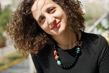 """Η συγγραφέας Ιουλία Κωστοπούλου μιλάει για """"ένα βιβλίο που ταξιδεύει» και παρουσιάζεται αύριο στο Αγρίνιο"""