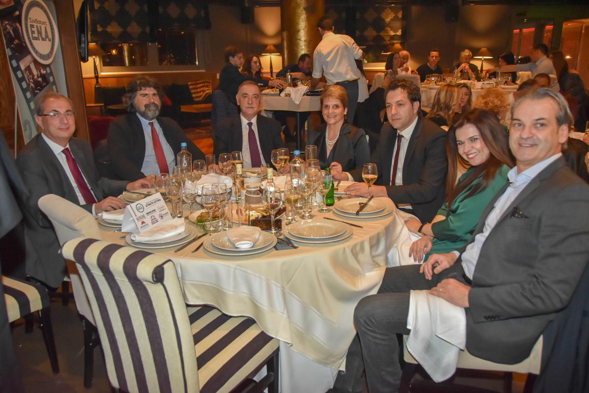 Ο πρόεδρος του επιμελητηρίου Αιτ/νίας Π. Τσιχριτζής, ο Π. Θεοδωρίδης, ο Δήμαρχος Θέρμου Σ. Κωνσταντάρας και μέλη του συνδέσμου