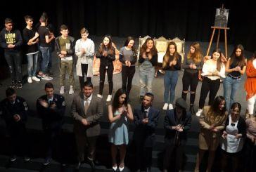 Με μεγάλη επιτυχία η παράσταση των μαθητών του Γυμνασίου Βόνιτσας  στο Δημοτικό Θέατρο Αγρινίου