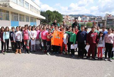 Ο ΑΟ Αγρινίου δίπλα στους μαθητές του 1ου Δημοτικού Σχολείου Αγίου Κωνσταντίνου
