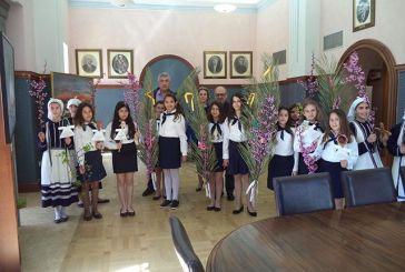 Μαθήτριες του 7ου Δημοτικού Σχολείου Ναυπάκτου τραγούδησαν τα κάλαντα του Λαζάρου