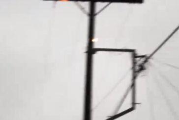Πρόβλημα με την ηλεκτροδότηση στην Πάλαιρο έπειτα από φωτιά σε κολώνα της ΔΕΗ