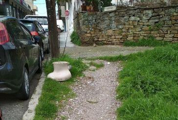 Ξέχασε κανείς μια λεκάνη τουαλέτας στην οδό Κωστή Παλαμά;