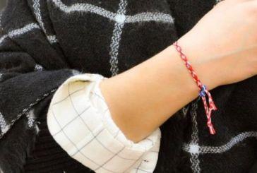 Γιατί φοράμε βραχιολάκι από κόκκινη και άσπρη κλωστή την 1η Μαρτίου