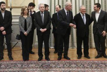 Χαμόγελα και εκπλήξεις στο Προεδρικό Μέγαρο -Οσα έγιναν στην ορκωμοσία των νέων μελών της κυβέρνησης
