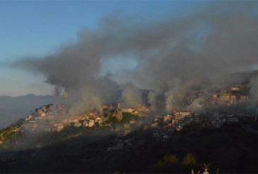 Η Αράχωβα χάθηκε στους καπνούς από το ψήσιμο των αρνιών (φωτο)