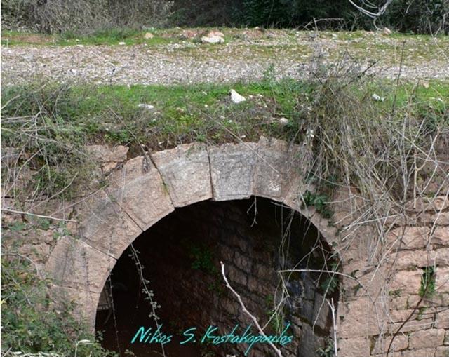 Το μικρό πέτρινο γεφύρι της Μυρτιάς