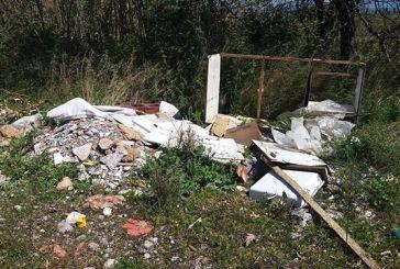 Εικόνες με σκουπίδια δίπλα στον Αχελώο