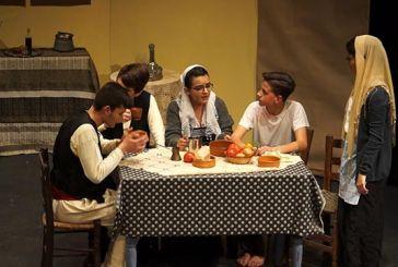 Εντυπωσίασαν οι μαθητές του 5ου Γυμνασίου Αγρινίου με την παράσταση «Σμύρνη – Αλησμόνητη Πατρίδα»