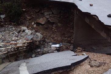 Γιατί καθυστερεί η αποκατάσταση ζημιών στο δρόμο κοντά στη Νερομάνα;