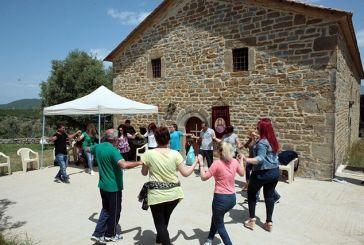 Πρωτομαγιά στο εκκλησάκι της Παναγίας Βλαχέρνας στο Ελαιόφυτο(φωτο)