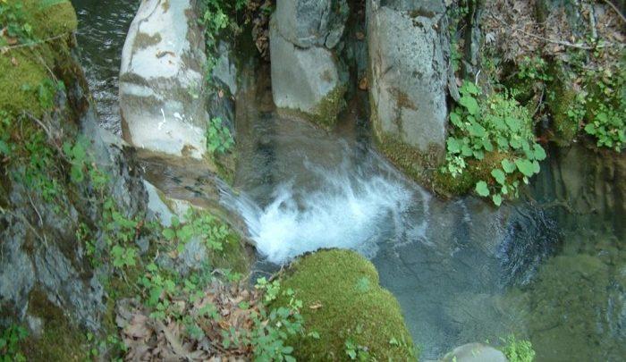 Κολυμπήθρα-στο-φαράγγι-του-Δία-700x405