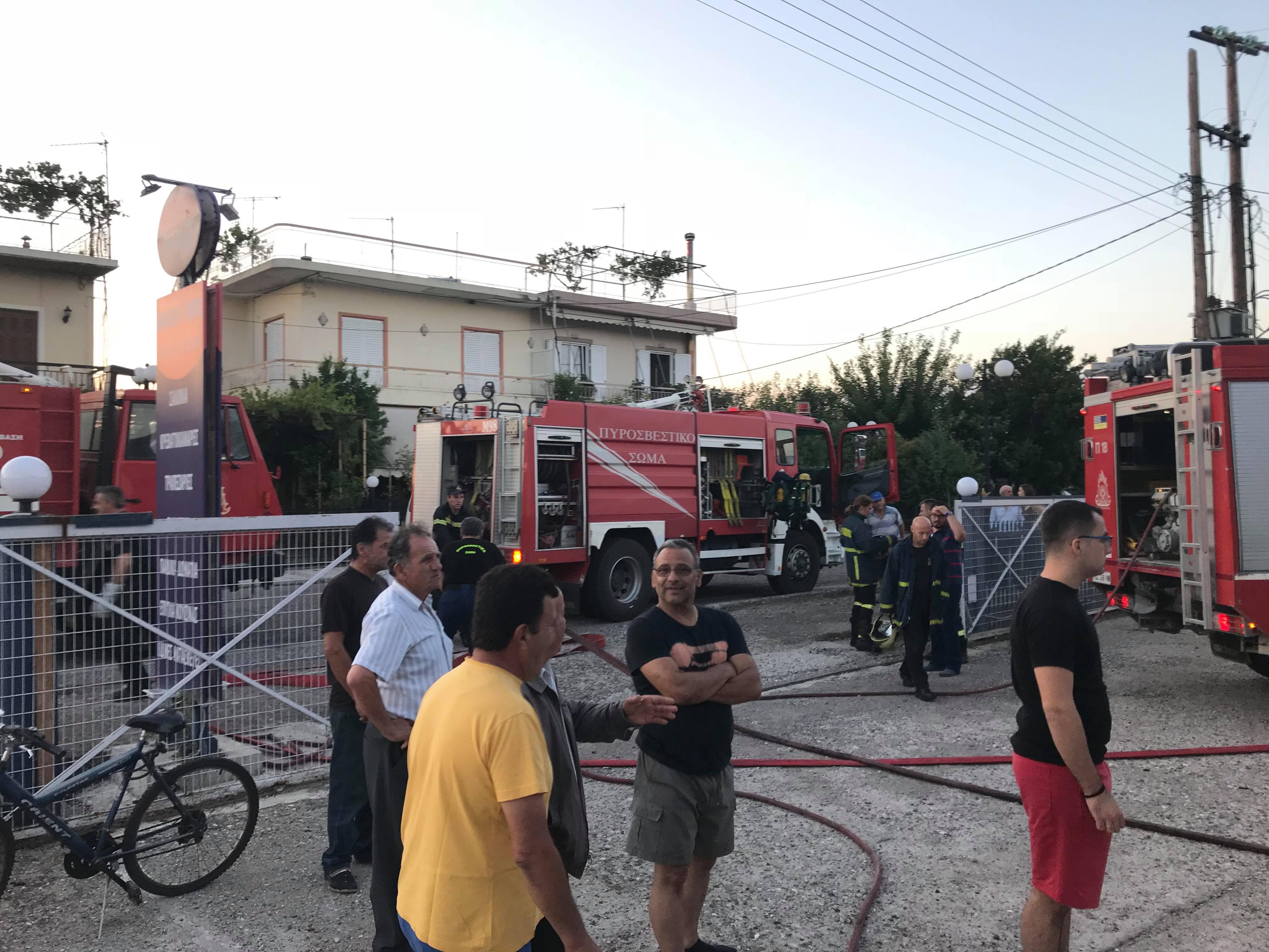 Κινητοποίηση της Πυροσβεστικής για φωτιά σε ξυλουργείο στο Παναιτώλιο (φωτο)