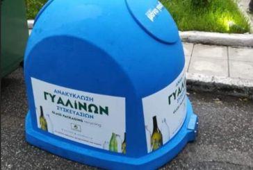 Μπλε κάδοι ανακύκλωσης γυάλινων συσκευασιών στην Αμφιλοχία