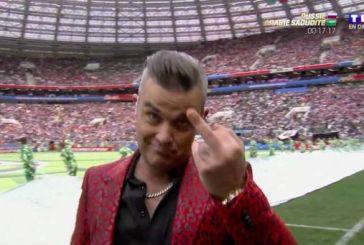 Ο Ρόμπι Γουίλιαμς έδειξε το μεσαίο δάκτυλό του στην έναρξη του Μουντιάλ (video)