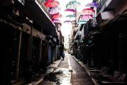 Ομπρέλες στα Τρίκαλα, ομπρέλες και στην Αμφιλοχία. Μη μου πεις και στο Αγρίνιο και τρελαθώ, ε;