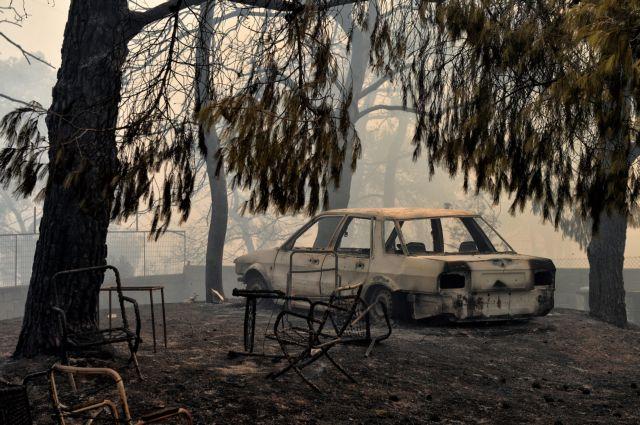Αυτοκίνητο καμένο από την πυρκαγιά που ξέσπασε σε πευκόφυτη περιοχή στα Γεράνεια Όρη και επεκτάθηκε και σε κατοικημένη περιοχή, στην Κινέτα Αττικής, Δευτέρα 23 Ιουλίου 2018. Στην φωτιά επιχειρούν πυροσβεστικές δυνάμεις με 25 οχήματα και 60 πυροσβέστες, δύο πεζοπόρα τμήματα, τέσσερα αεροσκάφη και δύο ελικόπτερα. ΑΠΕ-ΜΠΕ/ΑΠΕ-ΜΠΕ/ΒΑΣΙΛΗΣ ΨΩΜΑΣ